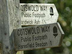 Cotswold Way waymark (image credit Natural England/Jo Ward)